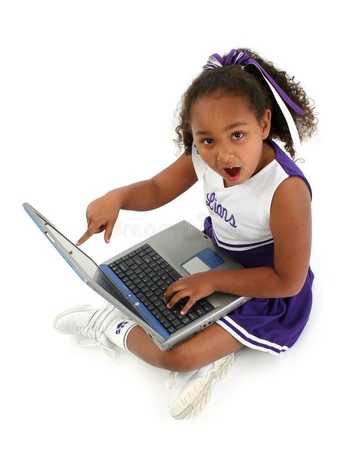 Cheerleader mit Laptop lizenzfreie stockfotos