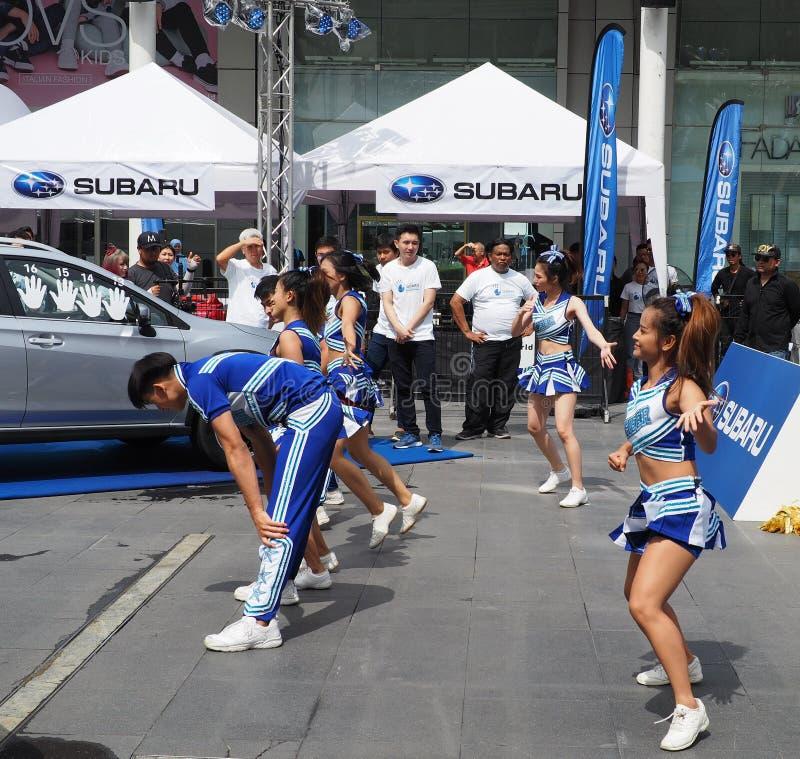 Cheerleadern führen an Subaru-Palmen-Herausforderung 2018 durch lizenzfreie stockbilder