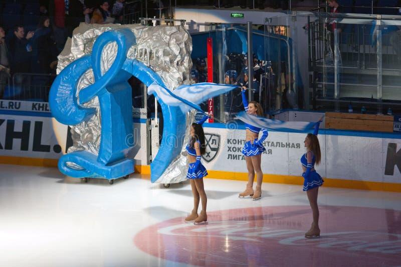 Cheerleadern von Dynamo-Moskau-Team lizenzfreies stockfoto