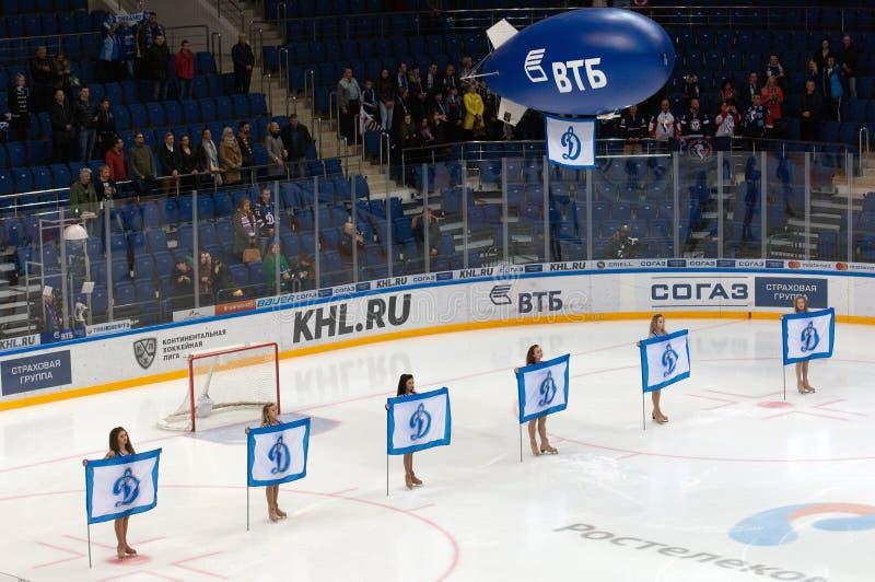 Cheerleadern von Dynamo-Moskau-Team lizenzfreies stockbild
