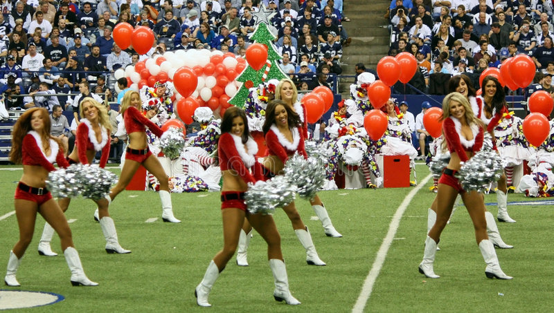 cheerleaders bożych narodzeń kowbojów przerwa przedstawienie obrazy royalty free