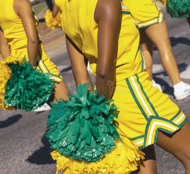 Cheerleaders die in een parade - New Orleans marcheren - de V.S. royalty-vrije stock fotografie