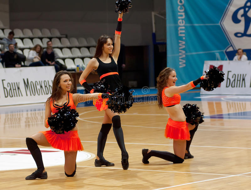Cheerleaders groupe dance stock photos