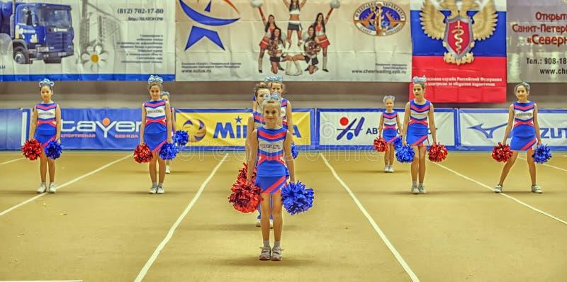 Cheerleading mästerskaphandling royaltyfria foton
