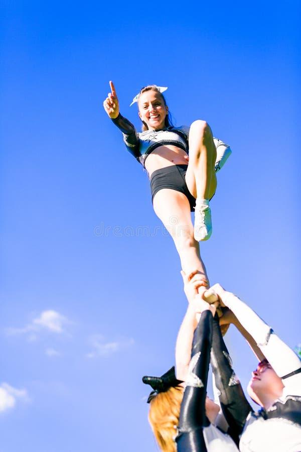 Cheerleading Team lizenzfreie stockbilder