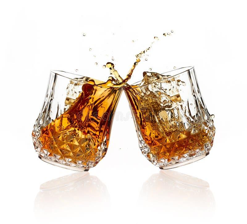 cheers Um brinde com uísque imagem de stock