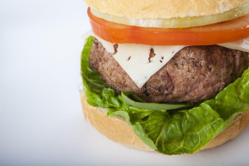 Cheeseburger гигантского домодельного бургера классический американский дальше стоковые изображения