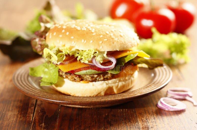 Cheeseburger caseiro fresco fotos de stock