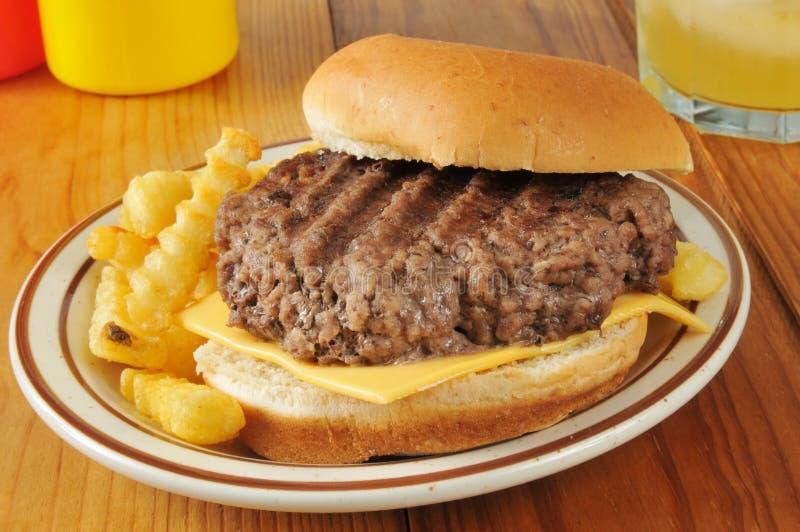 Download Cheeseburger Cocinado Hogar Foto de archivo - Imagen de horizontal, americano: 41913632