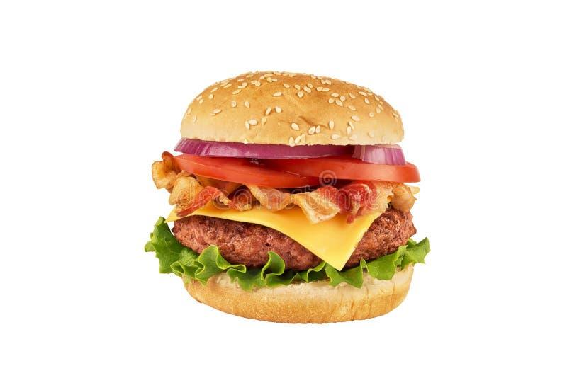 Cheeseburger com o rissol e o bacon de carne, isolados no fundo branco imagens de stock royalty free