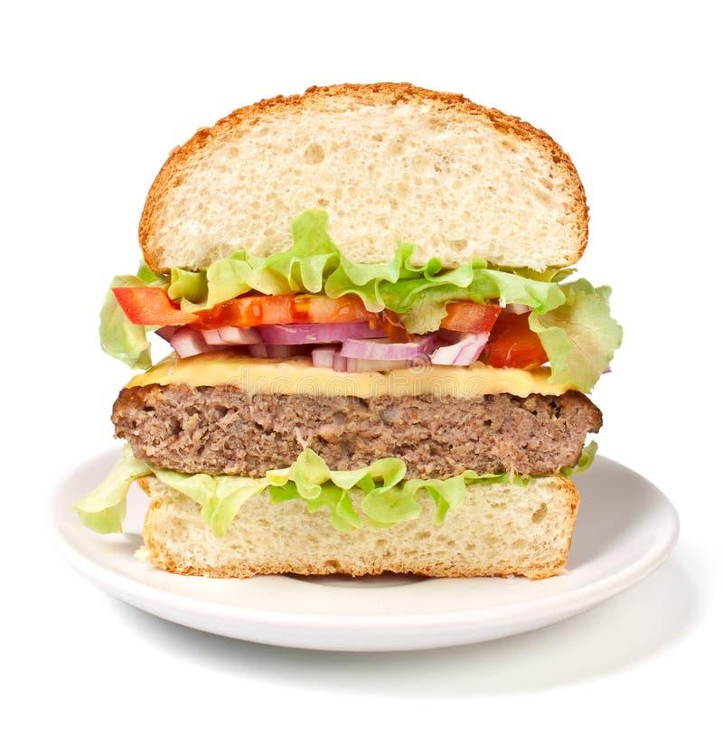 Cheeseburger cortado adentro a medias imagen de archivo libre de regalías