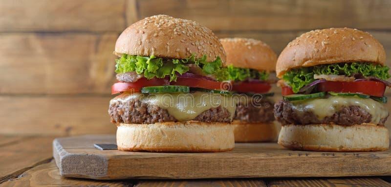 Cheeseburger fresco fotografia stock