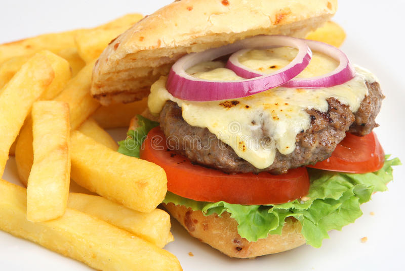 Cheeseburger met Gebraden gerechten royalty-vrije stock afbeelding