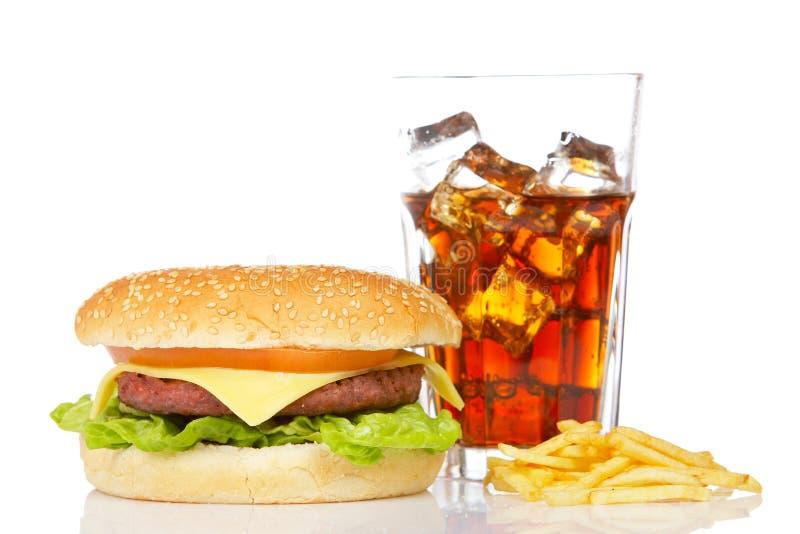 Cheeseburger, soda e patate fritte fotografia stock