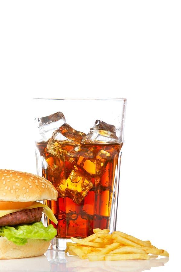Cheeseburger, soda e patate fritte fotografie stock