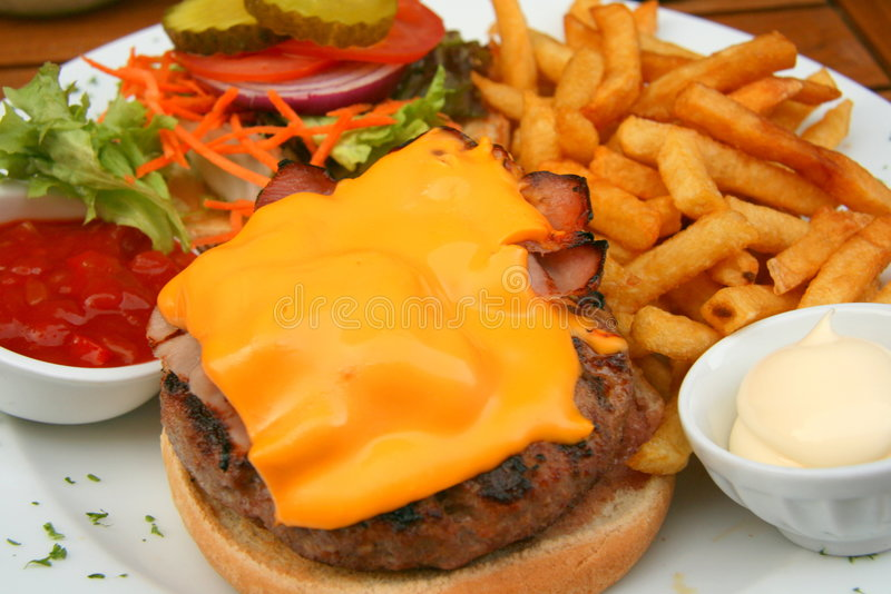 Cheeseburgermahlzeit stockfotos