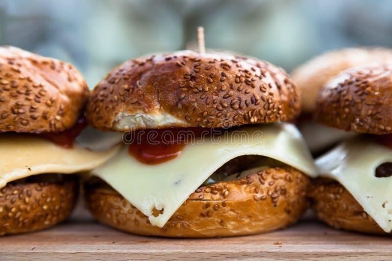 Cheeseburgers appétissants photo stock