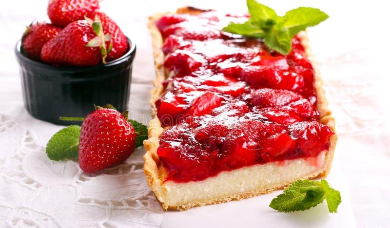 Cheesecake καλύμματος ζελατίνας φραουλών ξινό στοκ εικόνες