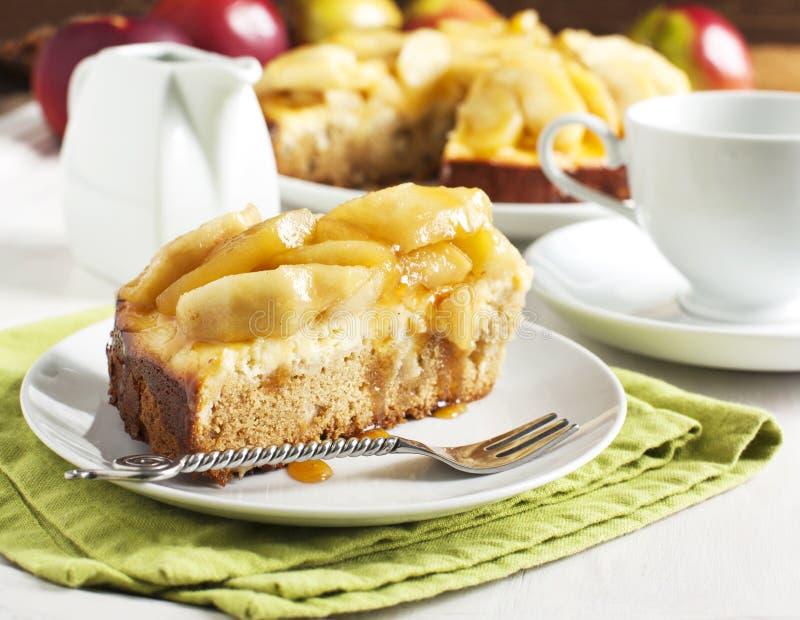 Cheesecake μήλων καραμέλας πίτα στοκ εικόνες