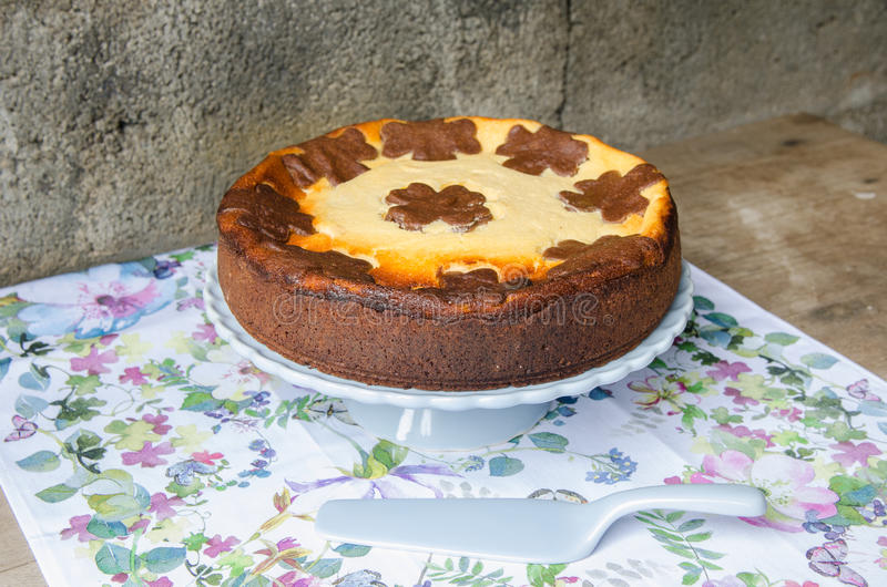 Cheesecake με τη σοκολάτα και τη βανίλια στοκ εικόνες