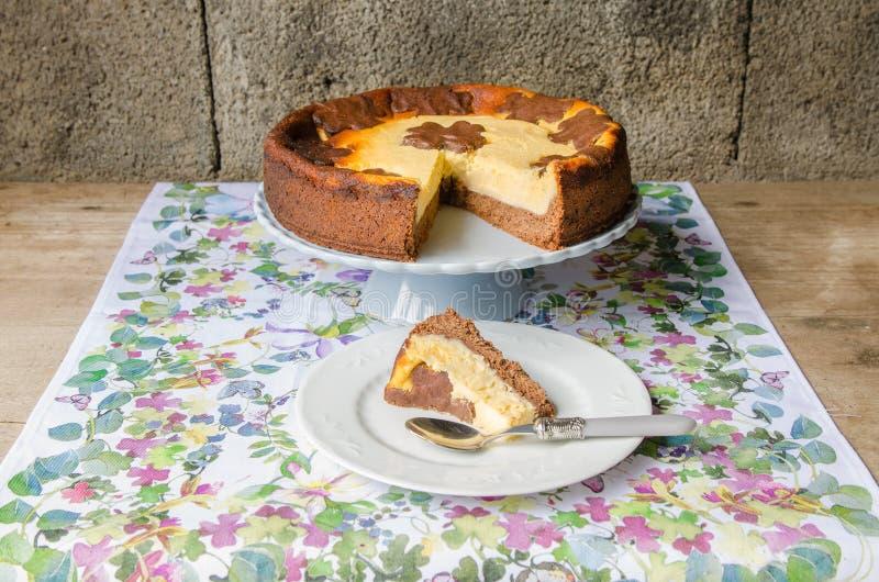 Cheesecake με τη σοκολάτα και τη βανίλια στοκ φωτογραφίες με δικαίωμα ελεύθερης χρήσης
