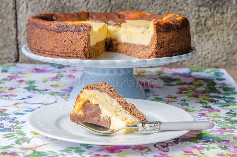 Cheesecake με τη σοκολάτα και τη βανίλια στοκ φωτογραφίες