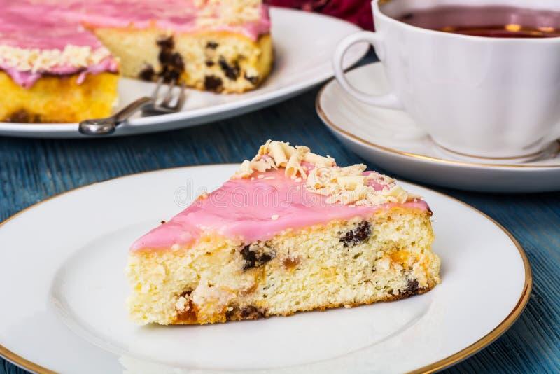 Cheesecake με τους ξηρούς καρπούς και το λούστρο στοκ εικόνα με δικαίωμα ελεύθερης χρήσης