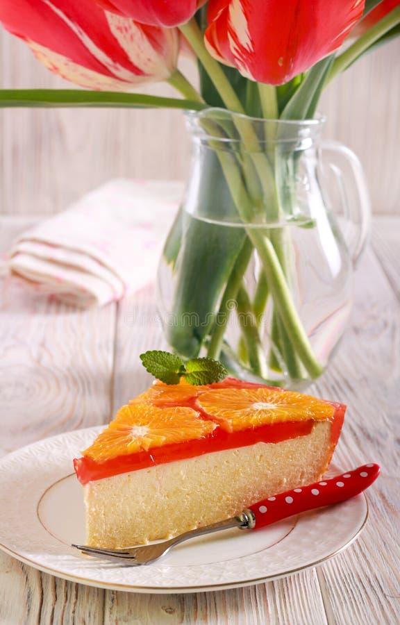 Cheesecake φέτα με το κάλυμμα ζελατίνας φρούτων στοκ φωτογραφία με δικαίωμα ελεύθερης χρήσης