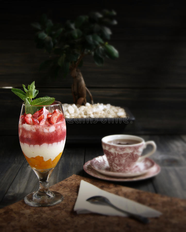 Cheesecake φραουλών επιδόρπιο στοκ εικόνες