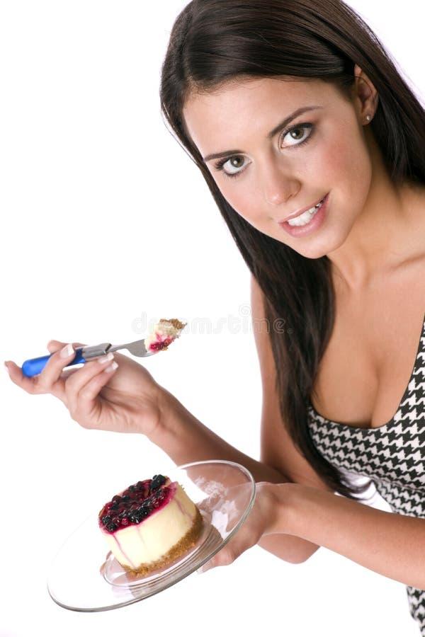 cheesecake есть девушку стоковые изображения