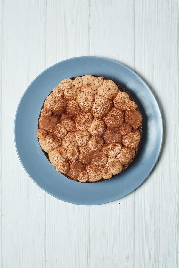 Cheesecake βανίλιας με την κρέμα και το κακάο σοκολάτας γάλακτος στοκ εικόνες