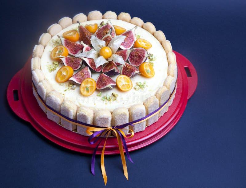 Cheesecake dekorujący z figą i kumquat zdjęcie royalty free