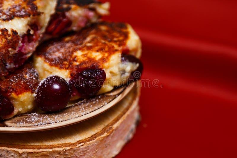Cheesecakes, cheesecake z wiśniami zdjęcie stock