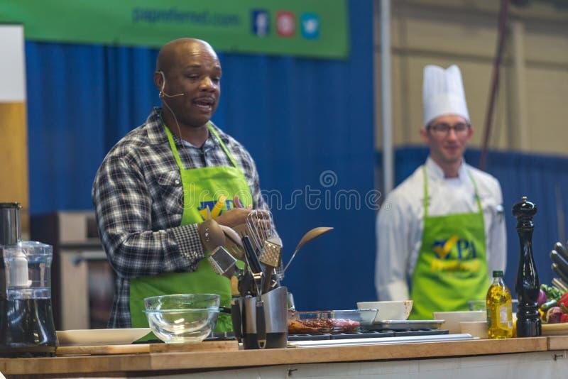 Chef Aaron McCargo Jr de célébrité du ` s de réseau de nourriture photos stock
