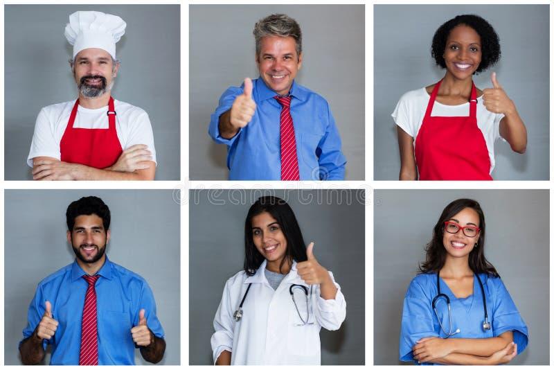Chef caucasien avec l'ensemble d'autres employés images stock