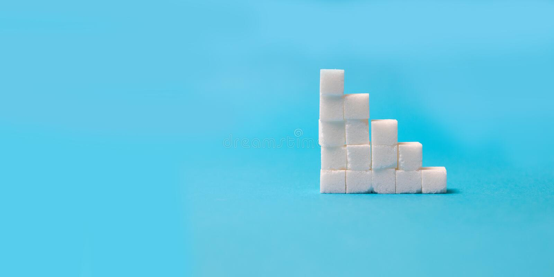 Chef de concept des escaliers de sucre sur le fond bleu photos stock