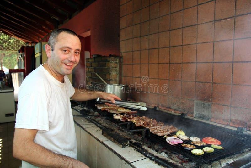 Chef de sourire de barbecue photos libres de droits