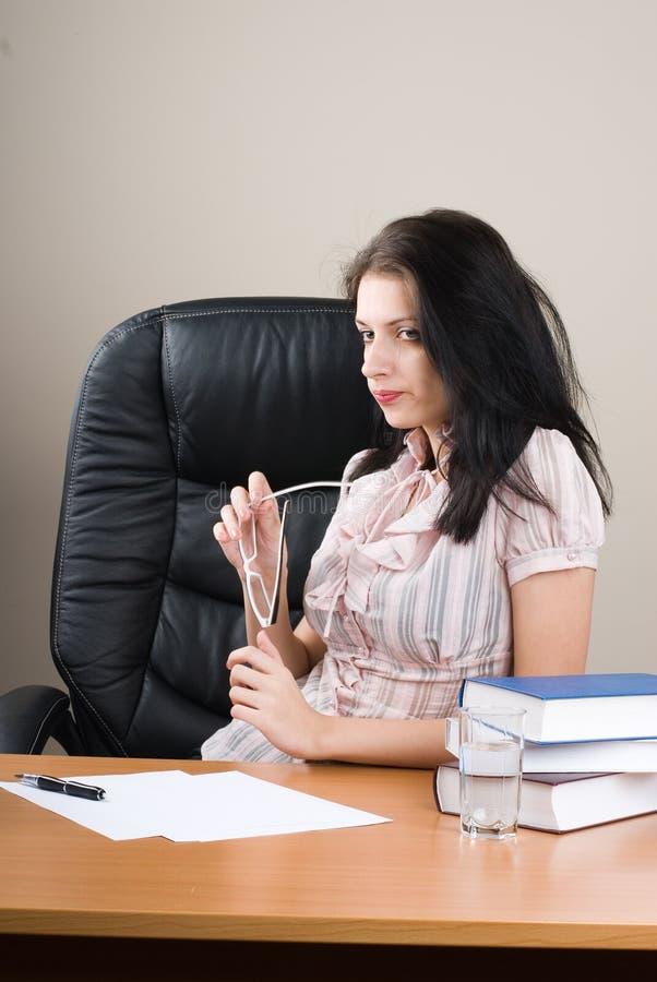 Chef der jungen Frau lizenzfreie stockfotos
