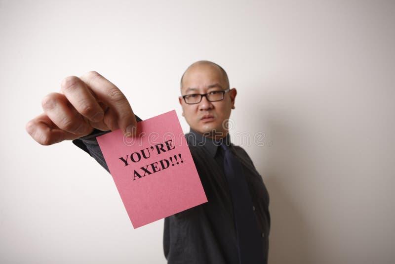 Chef, der rosafarbenen Beleg übergibt lizenzfreies stockfoto