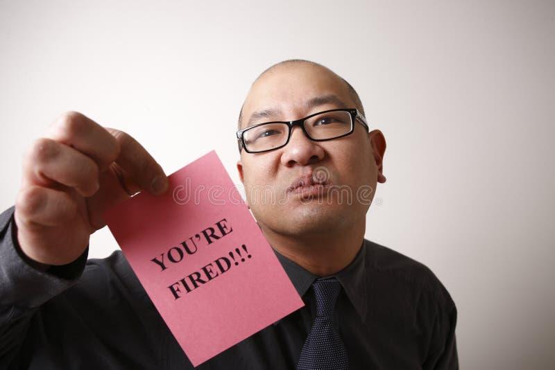 Chef, der rosafarbenen Beleg übergibt lizenzfreie stockfotografie