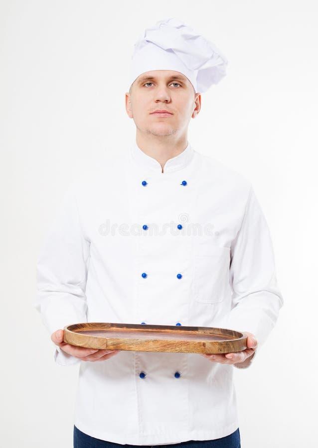 Chef in der weißen Uniform, die leerer Behälter lokalisierten Hintergrund hält stockfotos