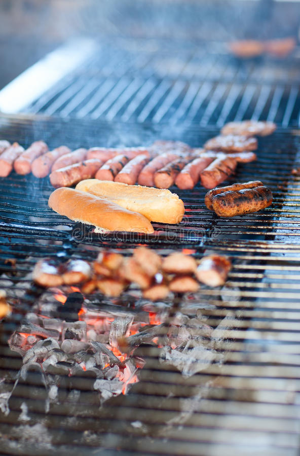 Chef faisant cuire la viande photo stock