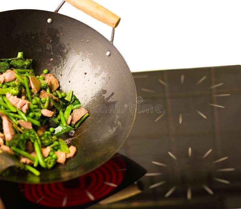 chef faisant cuire le wok photographie stock libre de droits