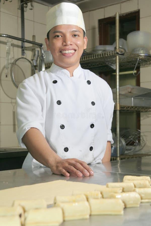 Chef am Gebäck stockbild