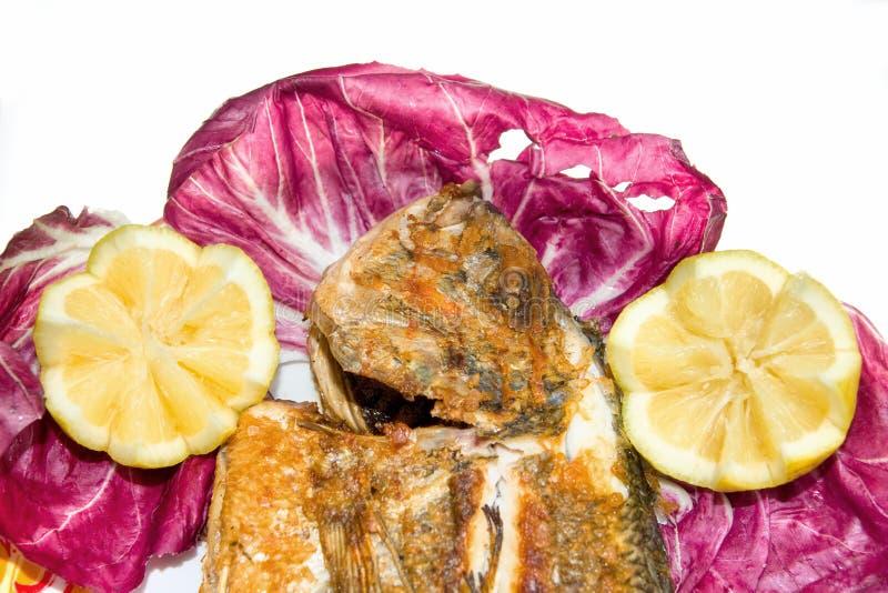 chef grillé par valeur de premier ordre fraîche de poissons de brème photos stock