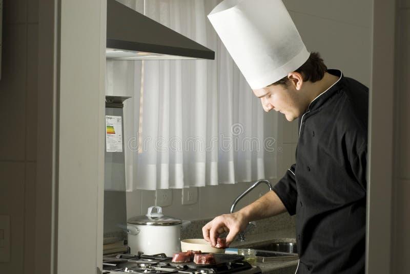 chef grilling steaks στοκ εικόνες