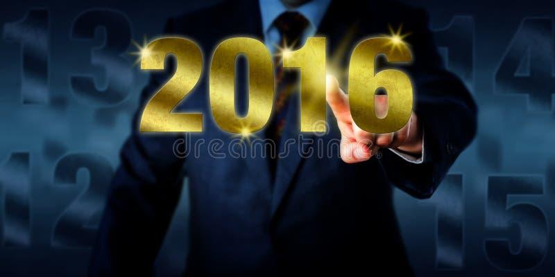 Chef Introducing om det guld- nya året 2016 royaltyfri fotografi