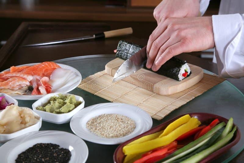 Chef-kok die sushi-6 voorbereidt stock foto's