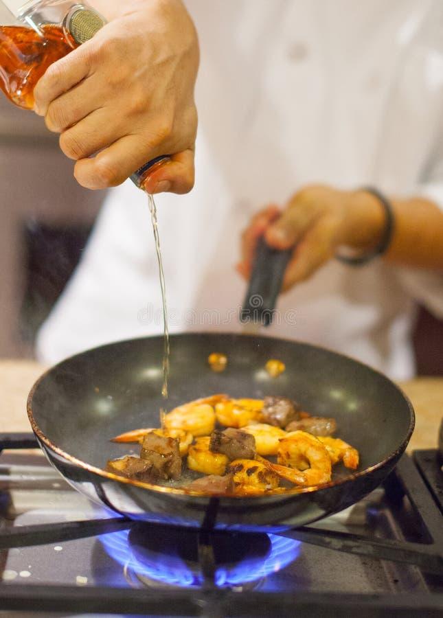 Chef-kok het koken stock foto