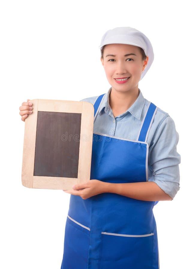 Chef-kok, huisvrouw die het lege bord van het menuteken of leeg teken tonen stock foto